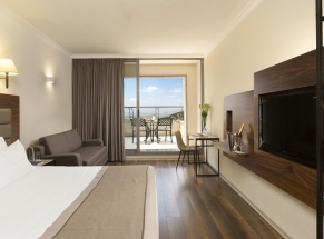 750x555-nazareth-room-superior-with-balcony-bedroom