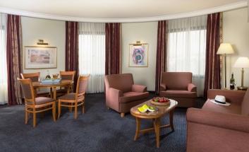 Grand Cort Hotel suite saloon