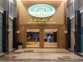 כניסה למלון 1